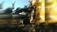 Vatandaşlar kaza yapan kamyondaki ekmekleri aşırdı