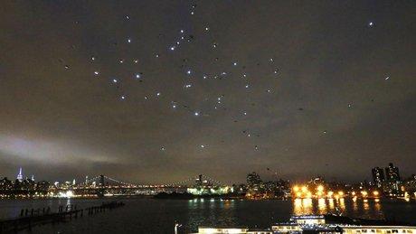 Gökyüzünde ışıktan canlı tablo!