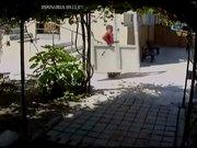 Cami'nin kapısını da çaldılar!