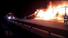 TEM'de kumaş yüklü TIR yandı