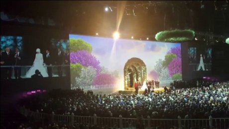 Abdullah Gül nikah cüzdanını Sümeyye Erdoğan'a verdi