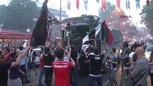 Beşiktaş Çarşısı'nda 'TOMA'lı sevinç