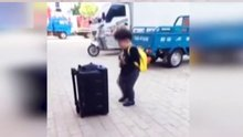 Çinli çocuktan harika dans