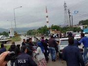 Samsun'da öfkeli kalabalık polise taş atttı
