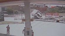 /video/haber/izle/tarsusta-kamyonet-kavsakta-otomobili-bicti/185763