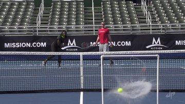 Ünlü tenisçi şov yaptı