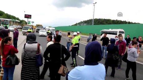 Esnaf TEM Otoyolu ile D-100 Karayolu'nu ulaşıma kapattı