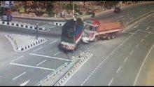 /video/haber/izle/iki-kamyonun-arasinda-kaldi/186156
