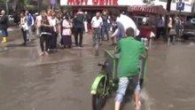 /video/haber/izle/imirde-yagmuru-firsata-ceviren-girisimci-cocuk-video/186231
