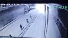 /video/haber/izle/umraniyede-yolcu-otobusune-el-yapimi-bomba-attilar-video/186576