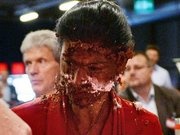 Meclis Grubu Eşbaşkanına pasta fırlattılar!