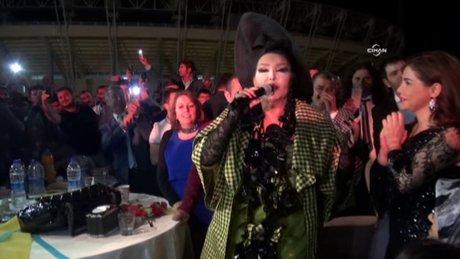 Bülent Ersoy, Urfa'daki aşiret düğününde sahne aldı