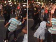 Çocukla polisin dans kapışması