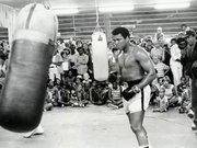 Efsanevi boksör Muhammed Ali hayatını kaybetti