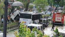 Vezneciler'de polis aracına bombalı saldırı (olay yerinden ilk görüntüler)