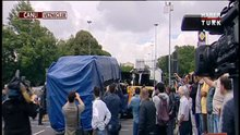Bombalı saldırıyla hasar gören araçlar olay yerinden kaldırıldı