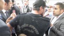 Çevik kuvvet üniforması ile Kılıçdaroğlu'nu protesto etti