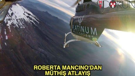 Manken Roberta Mancino'dan paraşütle atlayış