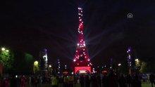 Eyfel Kulesi Türk bayrağının renkleriyle ışıklandırıldı