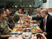 Cumhurbaşkanı Erdoğan mehmetçikle iftar açtı