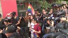 Taksim'de LGBT üyelerine polis müdahalesi