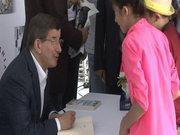 Ahmet Davutoğlu Medeniyetler ve Şehirler kitabını imzaladı