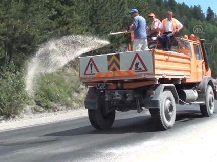 Aşırı sıcaklardan eriyen asfalta kumlu önlem