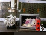 Para dolu çelik kasa preslenirse