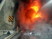 Bolu'da  Tiner yüklü TIR tünel girişine çarptı 5 ölü