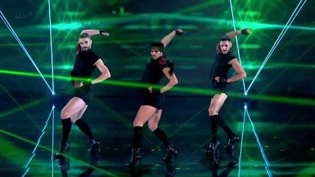 Topuklu ayakkabılar ile Beyonce dansı