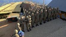 Şemdinli'de askerlerin bayramlaşması
