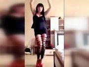 Erotik dans yapıp internette paylaşınca polislikten atıldı