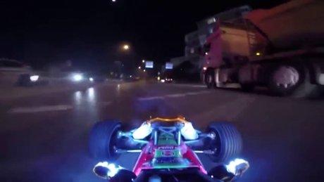 İstanbul'u gezen oyuncak araba