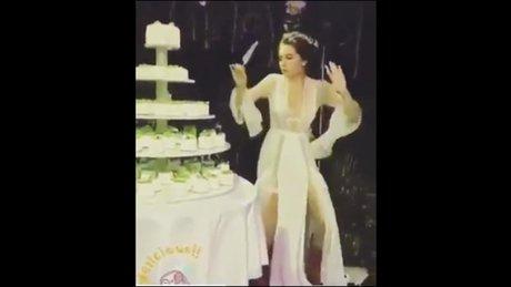 Neslihan Atagül pasta bıçağıyla dans etti