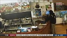 Kebabçı soyguncuya aldırış etmeden sipariş hazırladı
