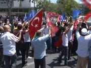 İstanbul Emniyet Müdürlüğü önünde coşkulu kalabalık