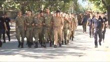 Genelkurmay Başkanlığı'ndan çıkan askerler ve gözaltılar
