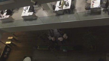 Askerler Hürriyet binasına böyle girdi
