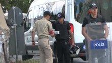 Aramaların sürdüğü karargahta askerden polise çay ikramı