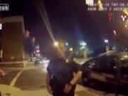 Pokemon oynarken polis aracına çarptı