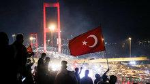 Binlerce vatandaştan Boğaziçi Köprüsü'nde darbe protestosu!