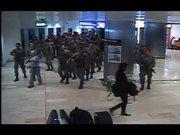 Darbe girişimindeki askerlerin Atatürk Havalimanı'na giriş anları