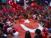 Taksim'de demokrasi nöbeti