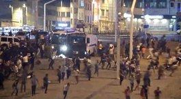 FETÖ/PDY'nin darbe girişimi sırasında Taksim'de yaşananlar kamerada