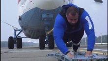 Dünyanın en büyük helikopterini çekerek rekor kırdı