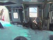 ABD'li askerler suya batan helikopterden böyle kurtuldular