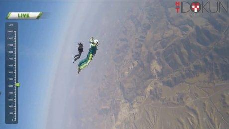 8 bin metreden paraşütsüz atladı!