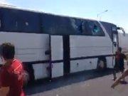 Galatasaray taraftarı,  Beşiktaş otobüsüne saldırdı