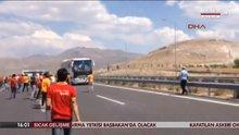 Bir grup Galatasaray taraftarı,  Beşiktaş otobüsüne saldırdı