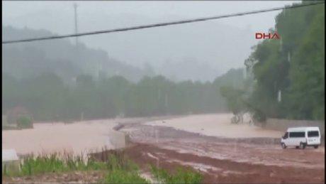 Bartın'da sağanak yağış sele yol açtı